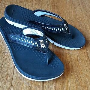 Nike Women's Flex Motion sandal. Size 6